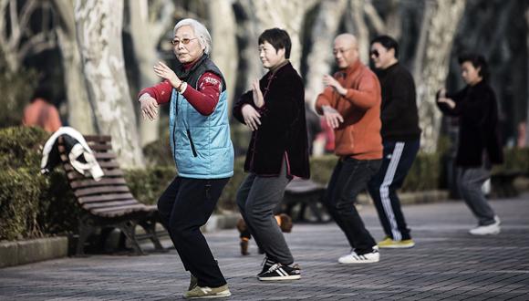 קשישים בסין במהלך אימון טאי צ'י, צילום: בלומברג