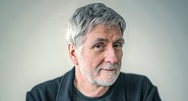 הבמאי ג'ון ווקר , צילום: NFB