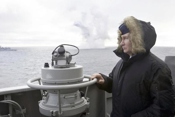 נשיא רוסיה ולדימיר פוטין בעת תרגיל הצי הרוסי ליד חצי האי קרים