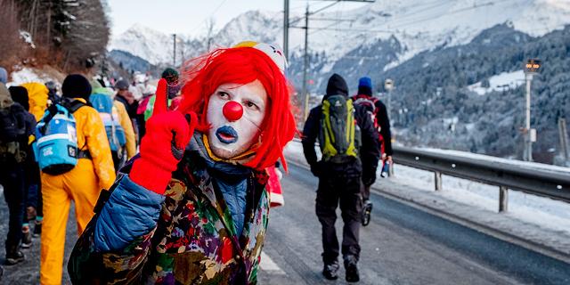 ממאות מפגיני אקלים בצעדת מחאה של שלושה ימים מלנדקורט לדאבוס בשוויץ, צילום: איי פי
