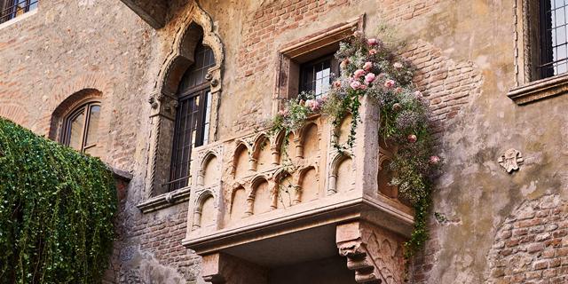 המתנה של Airbnb לוולנטיין: לילה בדירת האהבים של רומיאו ויוליה