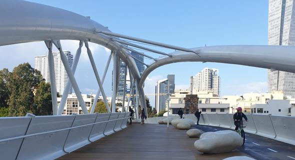 גשר יהודית. יספק נגישות תחבורתית מקסימלית לשכונה, תוך עידוד הליכה ורכיבה על אופניים  , צילום: יעל דונר