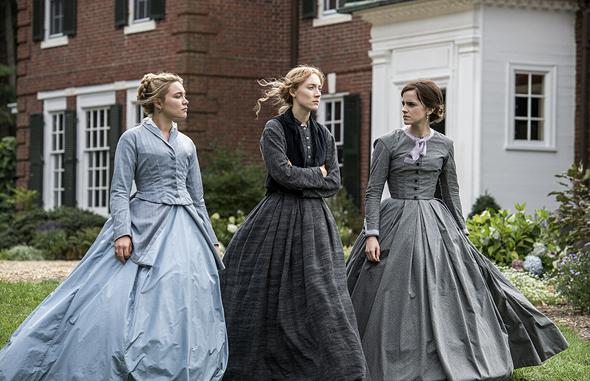 """מימין: אמה ווטסון, סרשה רונן ופלורנס פו ב""""נשים קטנות"""". תקופתי אבל עכשווי לגמרי"""