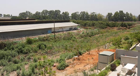 """השטח שבו יוקם המרלו""""ג. עשרות מטרים בודדים מבתי היישוב"""
