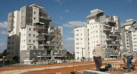 בניינים ב מושב תלמי מנשה, צילום: עמית שעל