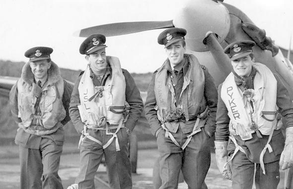 אנשי טייסת 609 (לונשומפ - שני משמאל), צילום: RAF Museum