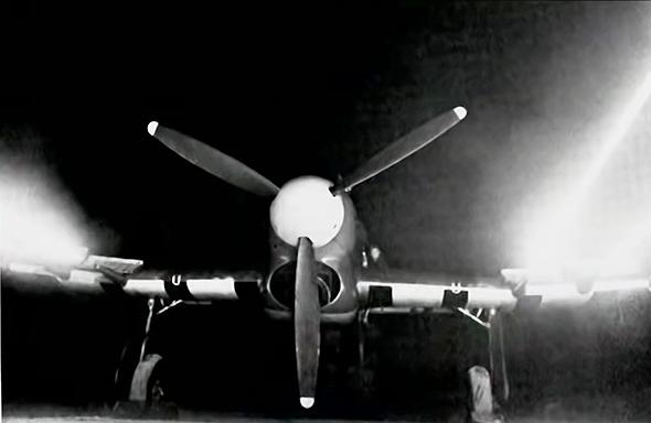 טייפון בניסוי ירי קרקעי בתותחיו, צילום: RAF