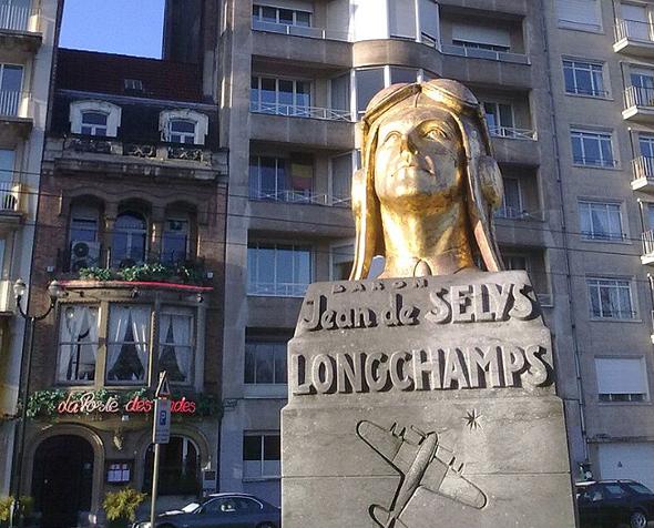 אנדרטת לונשומפ מול הבניין