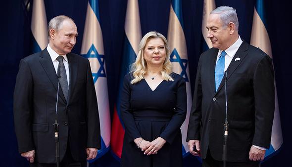 מימין בנימין נתניהו ו שרה נתניהו ולדימיר פוטין, צילום: איי פי