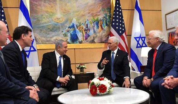 מייק פנס ו בנימין נתניהו נפגשים בשגרירות האמריקנית בירושלים, צילום: קובי גדעון/לע״מ