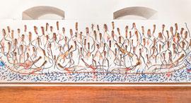 """""""הסירה"""" של אורן פישר. """"הבאתי איתי חתיכות של עצים מיער באזור ירושלים, ויצרתי מהן דמויות של מהגרים"""", צילום: Marco Madonia"""