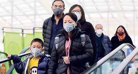 נגיף קורונה סין משפחה במסכות, צילום: אי פי איי