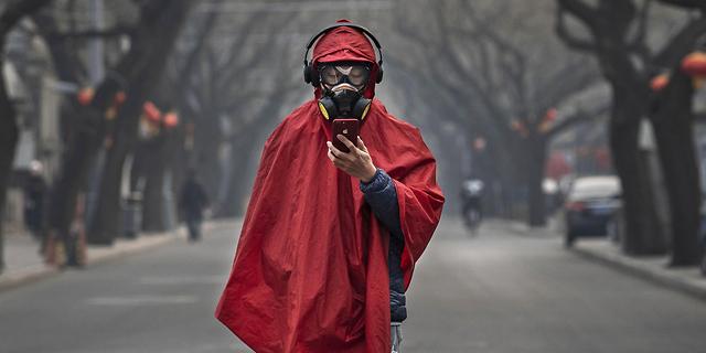 """הווירוס בסין: מספר הנדבקים עקף את הסארס, ארה""""ב שוקלת לאסור טיסות"""