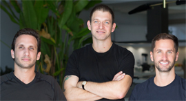 """חברת Stoa מימין תום סלע סמנכ״ל תפעול יונתן סרגוסי סמנכ""""ל טכנולוגיה אור אגסי מנכ""""ל, צילום: Tova Photography"""