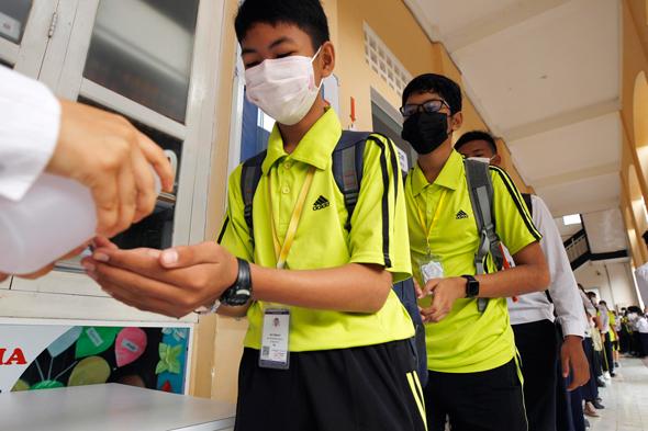 תלמידים סינים עם מסכות, צילום: איי פי
