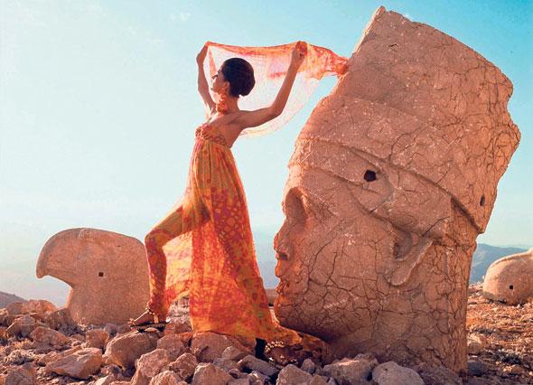צילום של בית האופנה פאולין טריג'ר. נופים אקזוטים