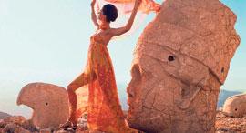 """מתוך """"אופנה החוץ"""", צילום: Henry Clarke"""