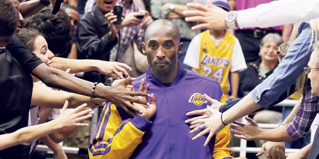 קובי בראיינט. הודיע על פרישה מכדורסל בפליירס טריביון, צילום: רויטרס
