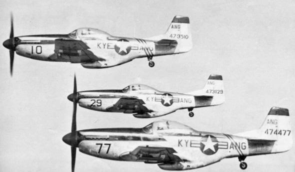 """מטוסי מוסטנג של משמר קנטאקי. אגב, נקראו F51 ולא P51 בשל שינוי קיטלוג המטוסים בארה""""ב"""