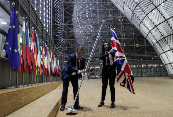 הסרת הדגל הבריטי, צילום: EPA
