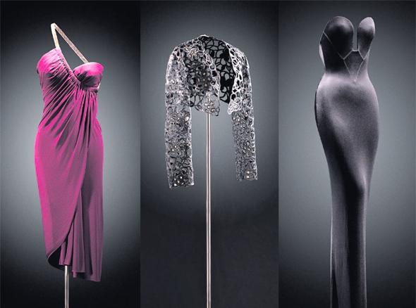 דגמים שעיצבו בלאנסיאגה ואלאיה. כשהם מוצגים בתערוכה זה ליד זה קשה לדעת מי עיצב מה