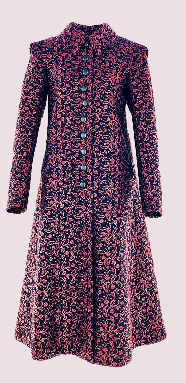 מעיל בעיצובם של כריסטובל בלאנסיאגה ואזאדין אלאיה