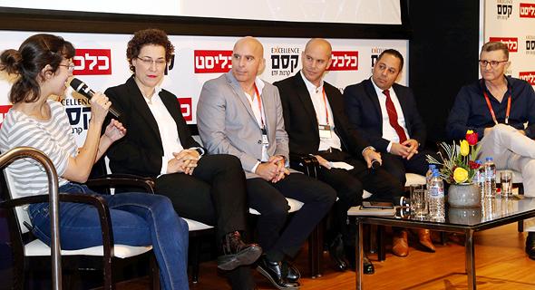מימין רונן מנחם, משה אלמוג, דן אליס, אריאל כהן, רבקה אלגריסי והמנחה רחלי בינדמן
