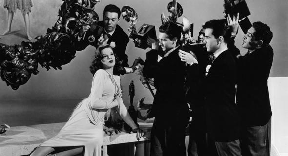 """ג'ודי גרלנד בסרט """"שגיונות זיגפלד"""" מ־1945. תמיד ביכרה את חיי ה""""זוהר"""" על פני החיים ה""""רגילים"""""""