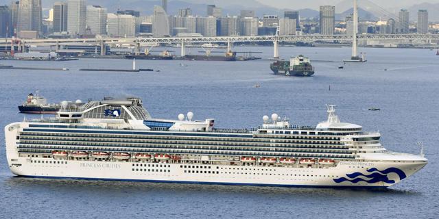 ספינת התענוגות diamond princess ליד יוקוהומה, יפן, צילום: רויטרס