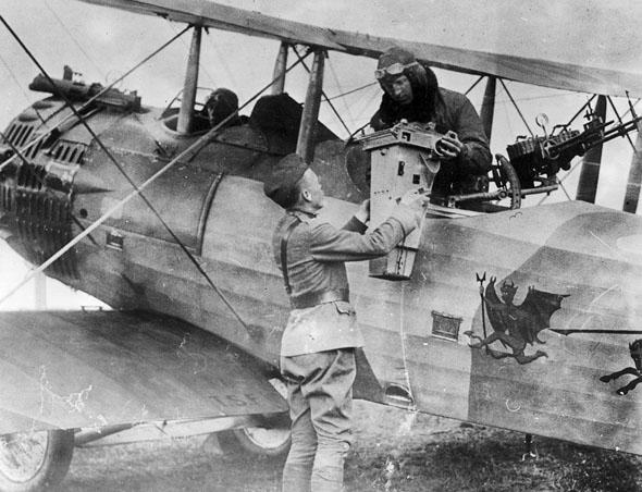מצלמת אוויר על מטוס סיור ממלחמת העולם הראשונה, צילום: CIA