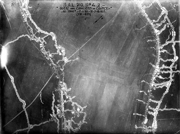 תצלום אוויר מימי המלחמה, שימו לב לרשת תעלות המגננה, צילום: worldwarone