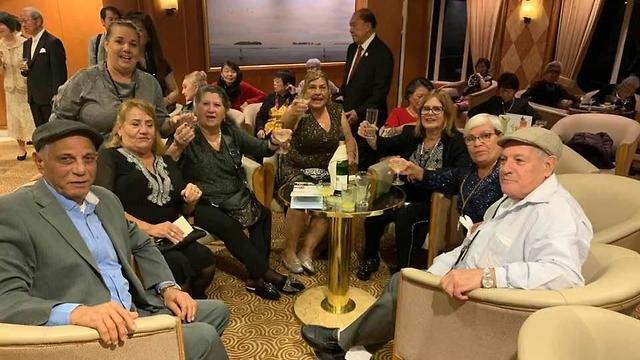 ישראלים תקועים על ספינת הקורונה