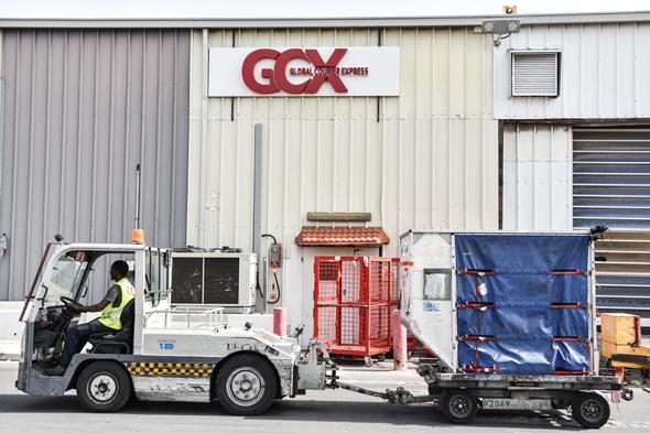 אריזות מוצרים במחסני GCX , צילום: נדב כהן יונתן
