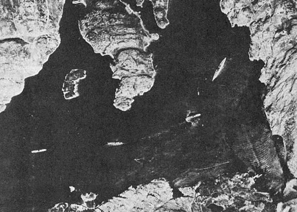 ספינת המערכה הנאצית ביסמארק, שאותרה בידי ספיטפייר צילום בשטח נורווגיה. צילום מגובה של כ-25,000 רגל, צילום: RAF