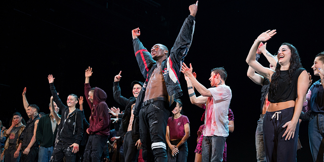 """""""סיפור הפרברים"""" החדש בברודווי: הצד המהפכני והאלים"""