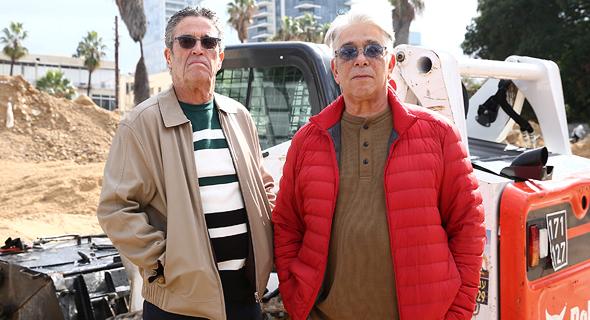 מימין: המתווכים מיכה פנחסי ונתי טיטר על רק מתחם סומייל, צילום: אוראל כהן
