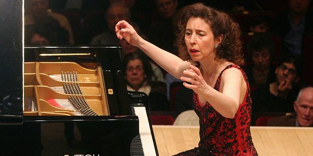 """""""הלך קפוט"""": סבלים הפילו בטעות פסנתר יחיד במינו – בשווי של 194 אלף דולר"""