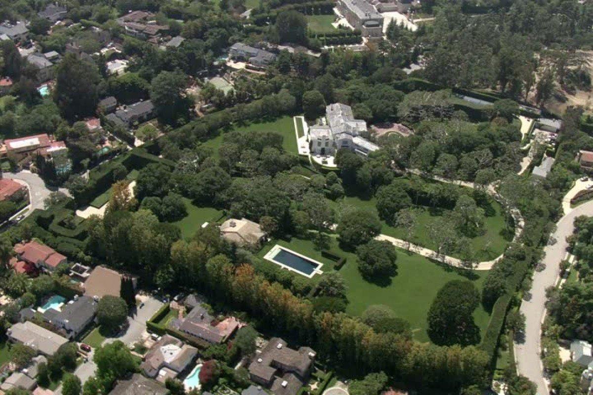 האחוזה שרכש בזוס בבוורלי הילס , צילום: google