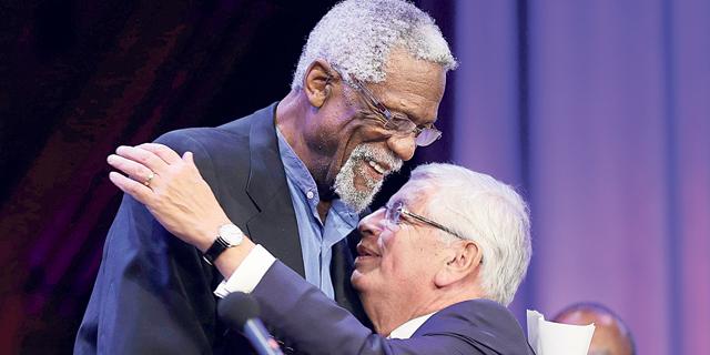 ביל ראסל מתחבק עם דיויד סטרן המנוח, צילום: איי פי