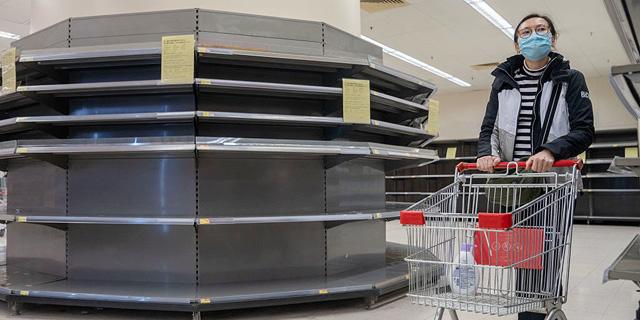 מסימני הקורונה: נייר הטואלט אזל מהחנויות בהונג קונג; רעולי פנים שדדו 600 גלילים
