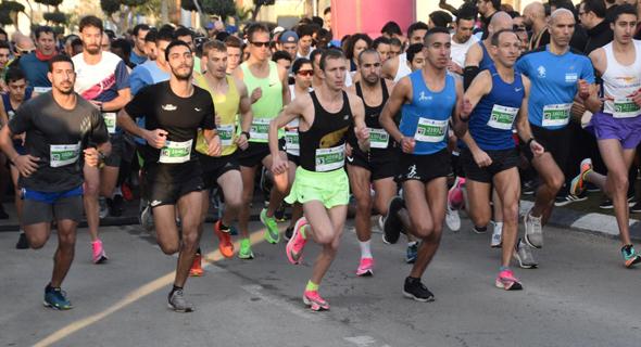 משתתפים במרוץ אור יהודה. תחושת סיפוק לרוץ לצד חיילים ונערים נלהבים