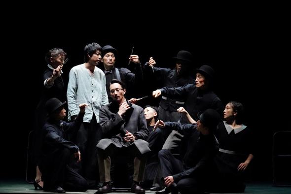 """""""קורות הציפור המכנית"""". """"מורקמי נתן את אישורו וגם הגיע להצגת הבכורה"""", צילום: Photo by Aki Tanaka (C) HoriPro Inc."""