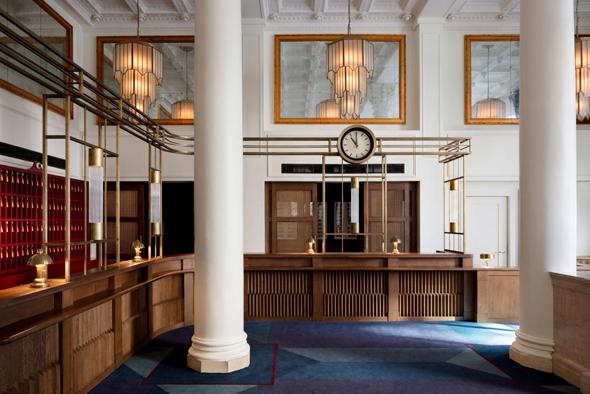 הלובי של מלון ריגס. בהשראת הבנק