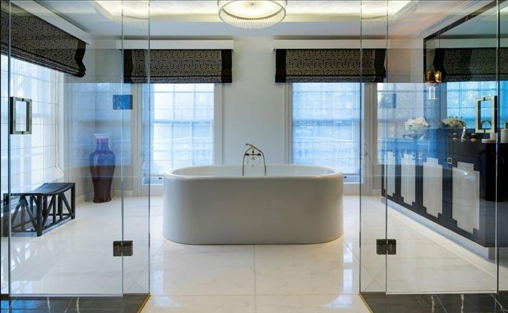 אחד מחדרי האמבטיה, צילום: Sotheby