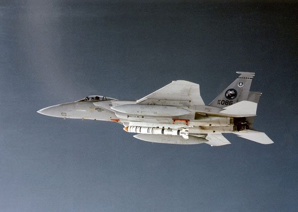 F15 נושא טיל נגד לוויינים, צילום: USAF