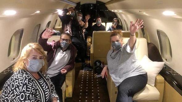 הנוסעים במטוס, צילום: שגרירות ישראל ביפן
