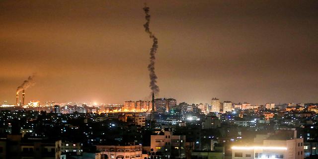 שיגור רקטות מעזה לעבר ישראל, צילום: איי אף פי