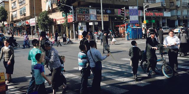 משרד הבינוי מבטיח תמריצים לקליטת חרדים בערים, האוצר מתנגד