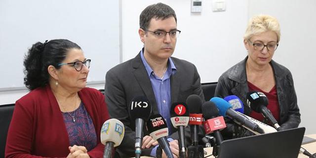 """מנכ""""ל משרד הבריאות, משה בר סימן טוב, מעדכנן על הקורונה בישראל, צילום: מוטי קמחי"""