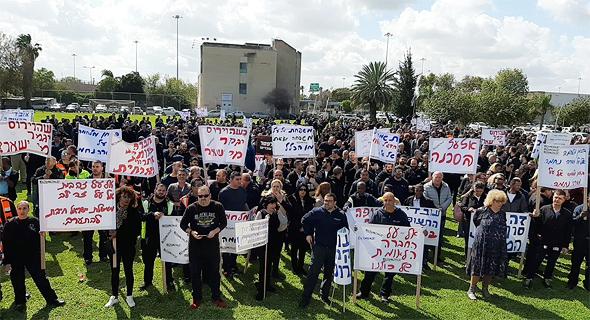 עובדי אל על מפגינים בתחילת השבוע בעקבות ההודעה על פיטורים, צילום: באדיבות ועד עובדי אל על